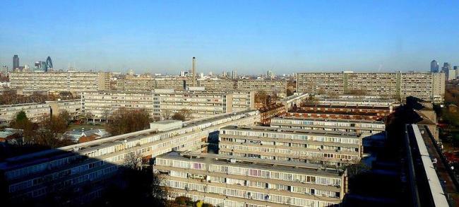 Массив социального жилья Эйлсбери в Лондоне
