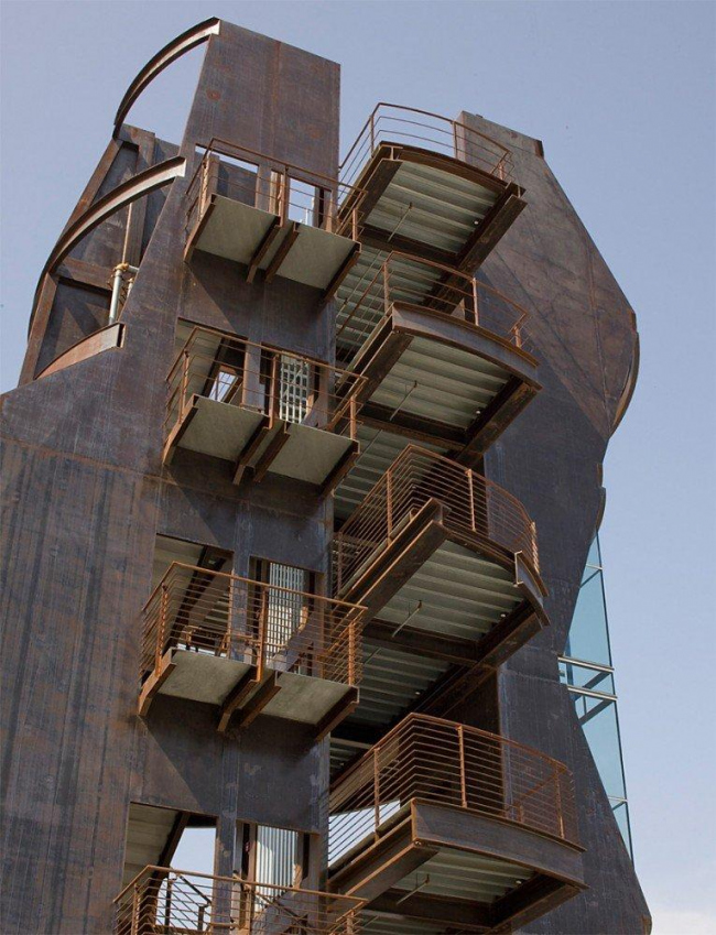 Башня Samitaur Tower. Фото ©Eric Owen Moss Architects & Tom Bonner Photography