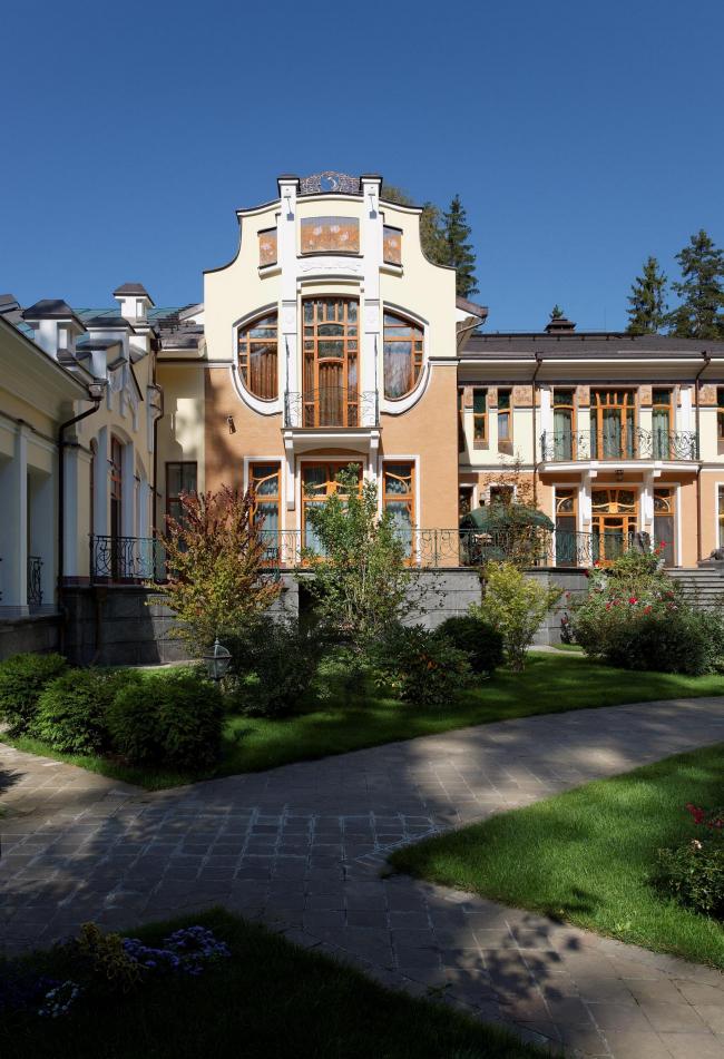Парковый фасад