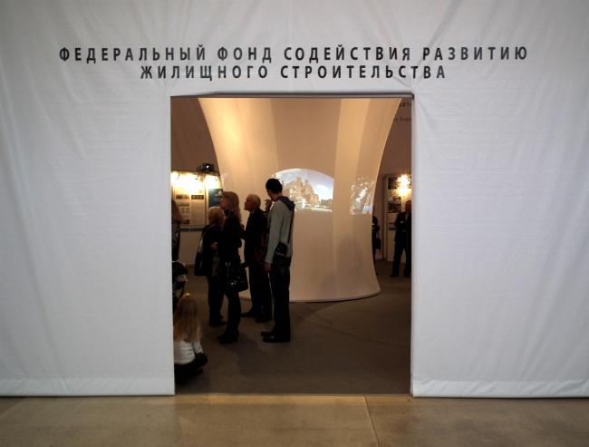 Вход в павильон РЖС, посвященный конкурсам на Дом XXI века