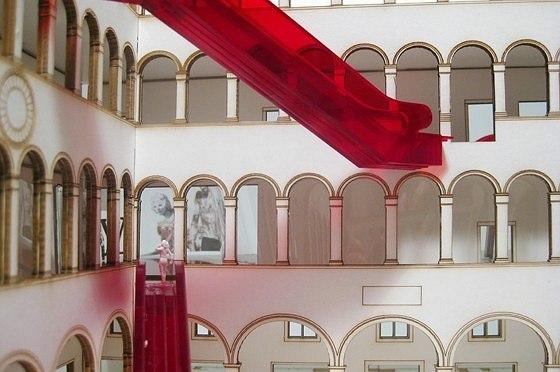 Проект реконструкции Фондако деи Тедески. Эскалаторы во дворе © OMA