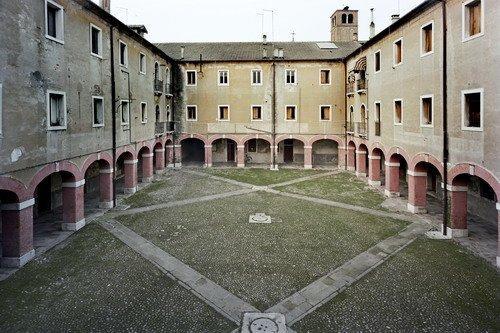 Казармы Маттер (бывший монастырь Санта-Мария делле Грацие)