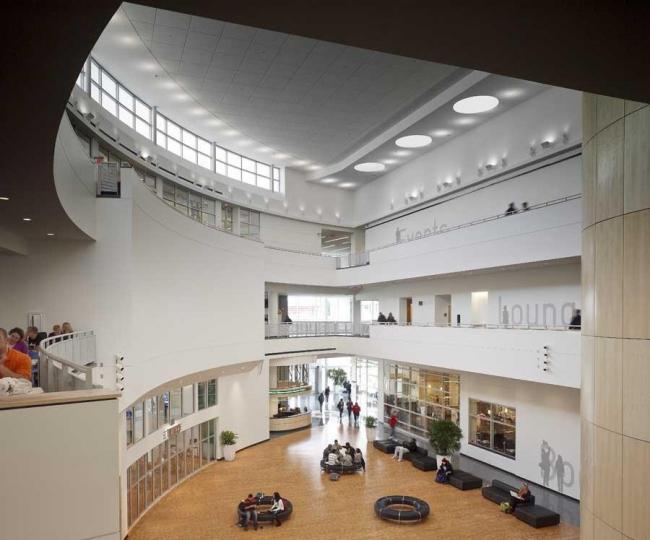 Студенческий центр Кливлендского государственного университета. Фото © Brad Feinknopf