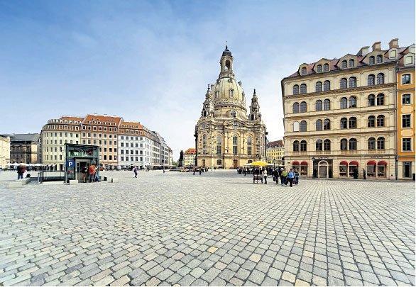 Дрезденская площадь Ноймаркт с церковью Фрауенкирхе - пример воссоздания