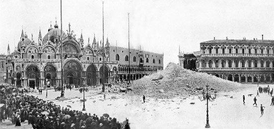 Груда кирпича, оставшаяся от кампанилы на площади Сан-Марко после ее обрушения в 1902