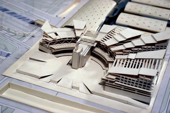 Один из проектов общественно-тогового комплекса и размещения монумента