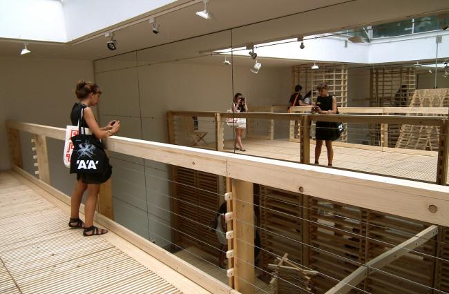 Эти же мостки - смотровая площадка для взглядов вниз и фотографирования.