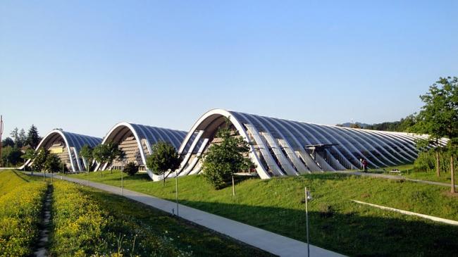 Центр Пауля Клее. Внешний вид. Фото: Krol:k via WIkimedia Commons. Лицензия CC-BY-SA-3.0