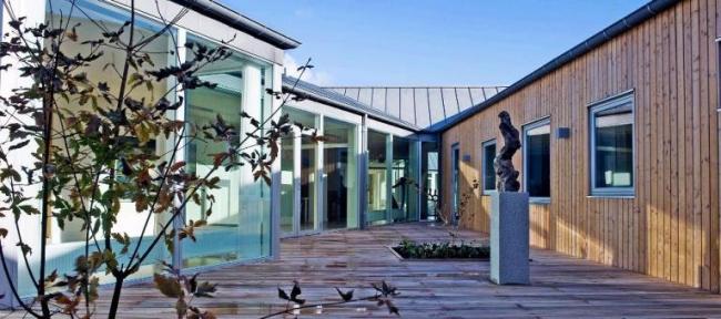 Хоспис «Сённергор». Вид внутреннего двора  © Henning Larsen Architects