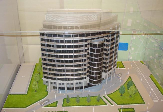 Общественно-административное здание с офисными помещениями. Макет