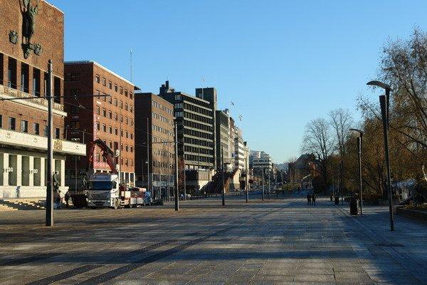 Вид пешеходной площади перед Ратушей