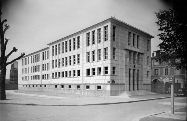 Здание Meteo France (1948) на набережной Бранли, предназначенное под снос