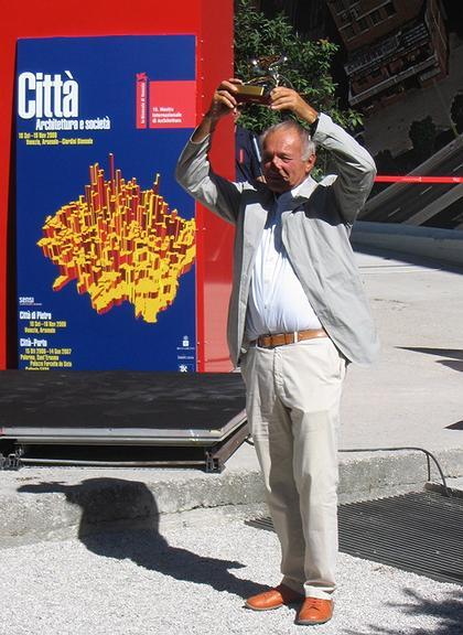 Ричард Роджерс с наградой на 10-м Венецианской Биеннале