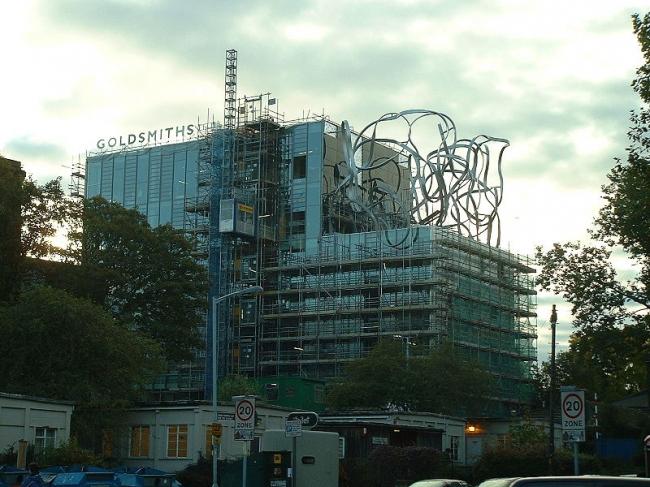 Здание имени Бена Пимлотта, Голдсмитс-колледж. Архитектор Уилл Олсоп. В процессе строительства. Фото: Andy Roberts via Wikimedia Commons. Лицензия CC-BY-2.0