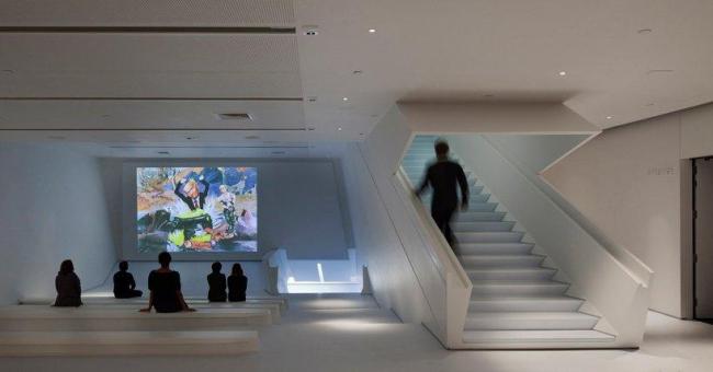 Музей кинематографа - новое крыло. Вестибюль © Peter Aaron/Esto. Courtesy of museum of the moving image & designboom.com