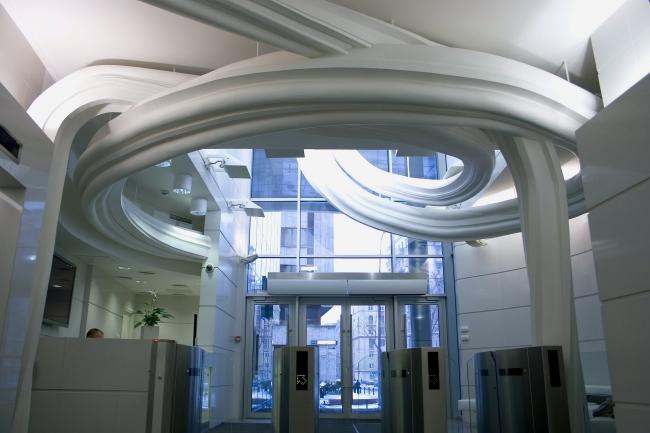 Интерьер входной зоны офисного центра «Капитал Тауэр» © Архитектурная мастерская Сергея Эстрина