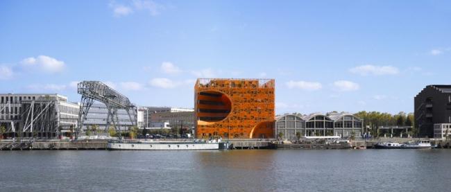Многофункциональный центр The Orange Cube. © Roland Halbe