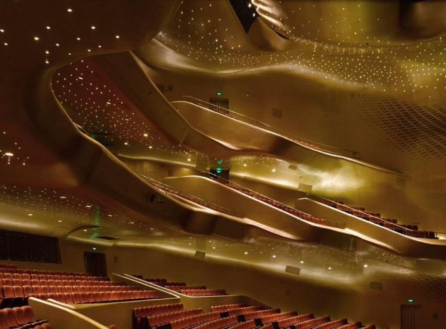 Оперный театр в Гуанчжоу © Roland Halbe
