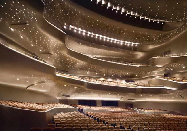 Оперный театр в Гуанчжоу © Zaha Hadid Architects