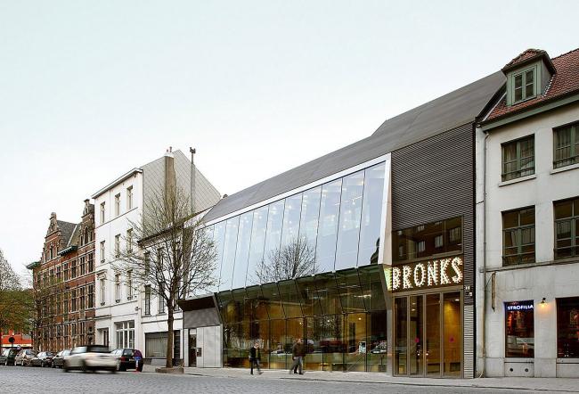 «Молодежный театр Бронкс» в Брюсселе бюро MDMA. Фото © Filip Dujardin