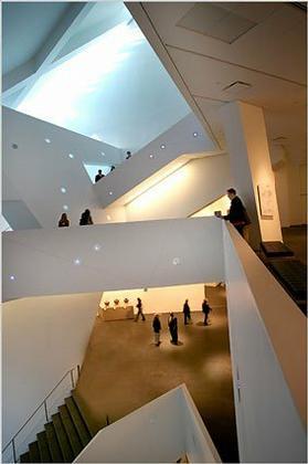Корпус Фредерика С. Хэмилтона Денверского музея искусств. Вид атриума