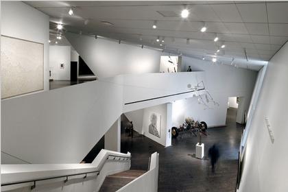 Корпус Фредерика С. Хэмилтона Денверского музея искусств. Вид выставочного зала