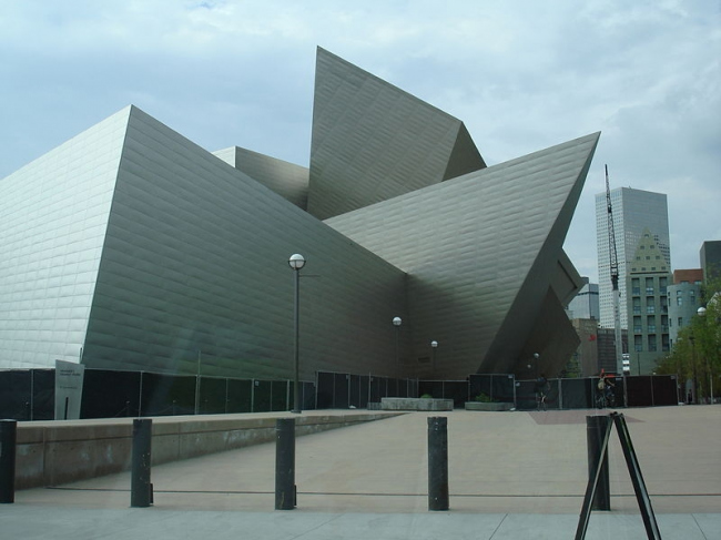 Корпус Фредерика С. Хэмилтона Денверского музея искусств. Фото: Stilfehler via Wikimedia Commons. Лицензия CC-BY-SA-1.0