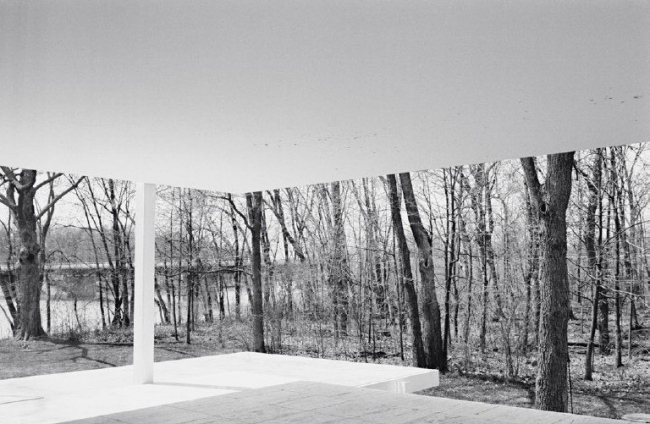 Людвиг Мис ван дер Роэ. Фарнсворт-хаус в Плейно, штат Иллинойс. Фото © Ludwig Glaeser