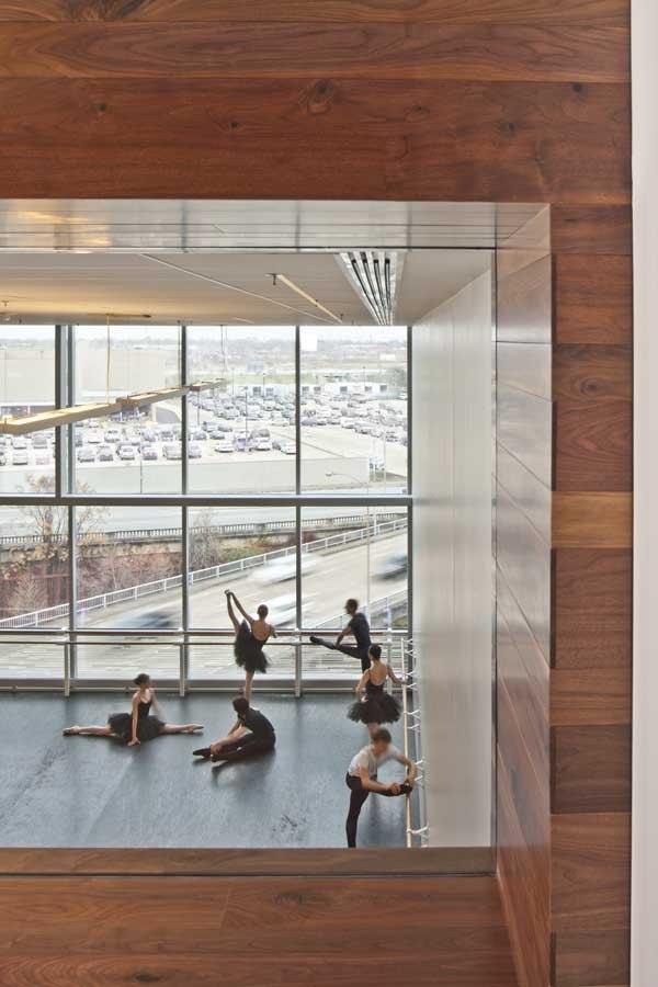 Центр танца Хьюстонского балета © Nic Lehoux