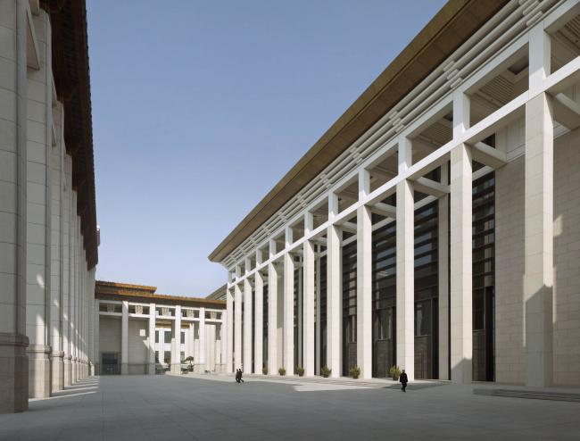 Национальный музей Китая. Справа - западный фасад нового корпуса © Christian Gahl. Предоставлено gmp