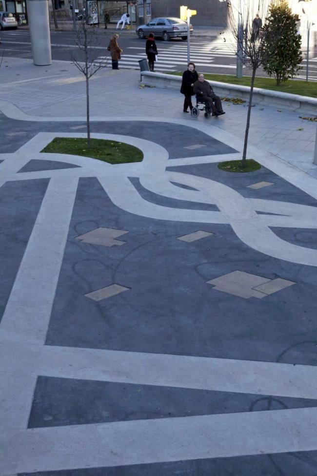 Площадь Рикардо Виньеса © Alex Gaultier