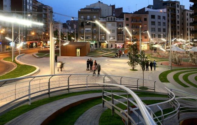 Площадь Рикардо Виньеса © Elena Valles