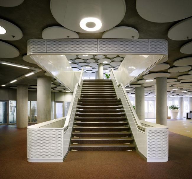 Здание Агентства по образованию и Налогового управления Нидерландов © Ewout Huibers