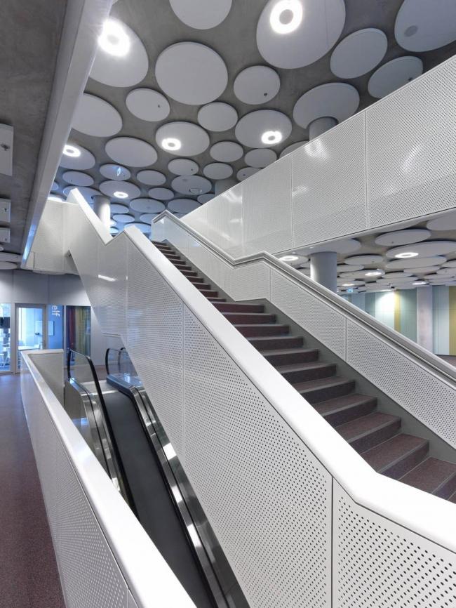 Здание Агентства по образованию и Налогового управления Нидерландов © Christian Richters