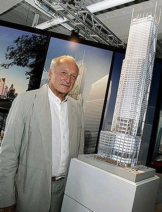 Ричард Роджерс у макета небоскреба. Фото: Reuters
