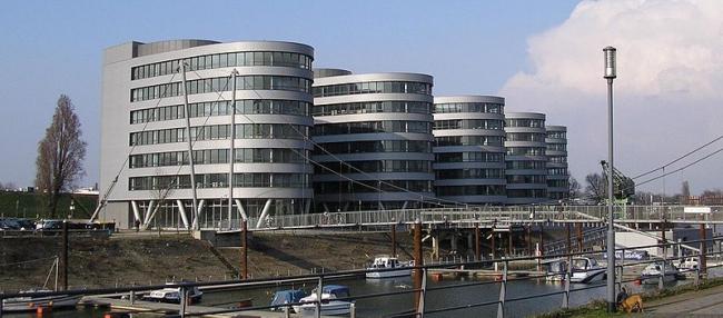 Офисный комплекс Five Boats. Фото: Spazzo via Wikimedia Commons. Фото находится в общем доступе