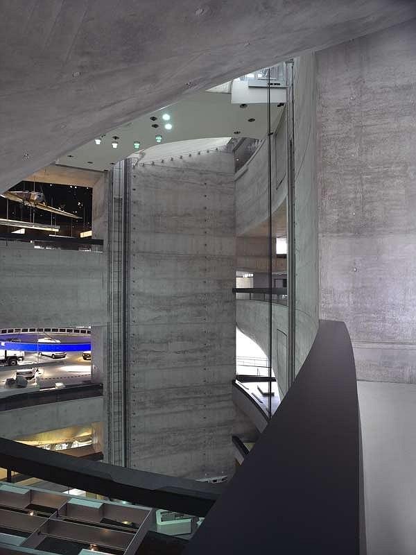 Музей «Мерседес-Бенц» в Штутгарте © Сhristian Richters