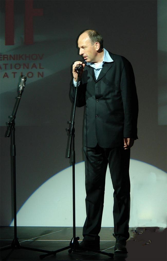 Барт Голдхорн выступает на церемонии вручения Премии имени Якова Чернихова