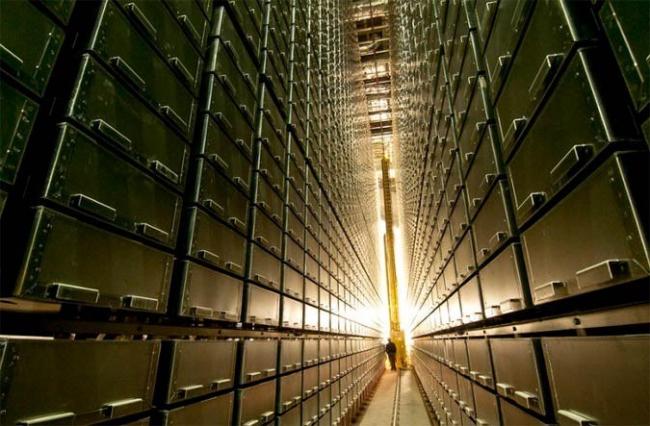 Библиотека имени Джо и Рики Мансуэто. Подземное книгохранилище © Jason Smith