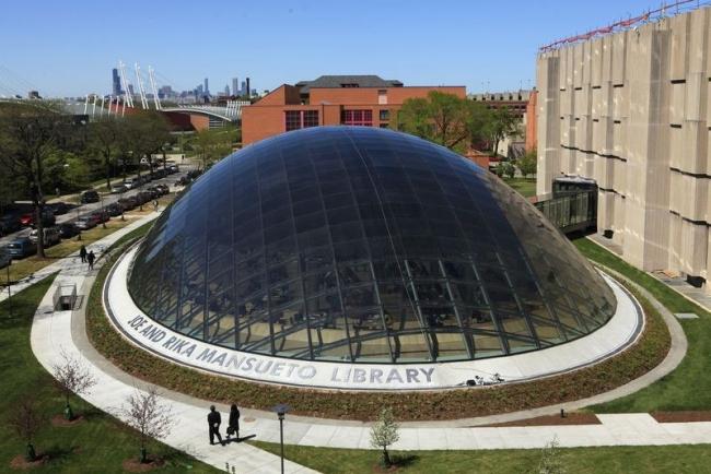 Библиотека имени Джо и Рики Мансуэто ©  Chris Walker