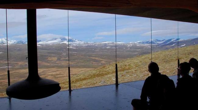 «Тверрфьелльхютта» – павильон Центра диких северных оленей © Klaas Van Ommeren