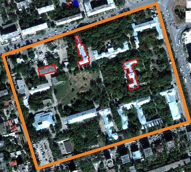 Красным показаны корпуса, снимаемые с охраны. Спутниковый снимок Google.