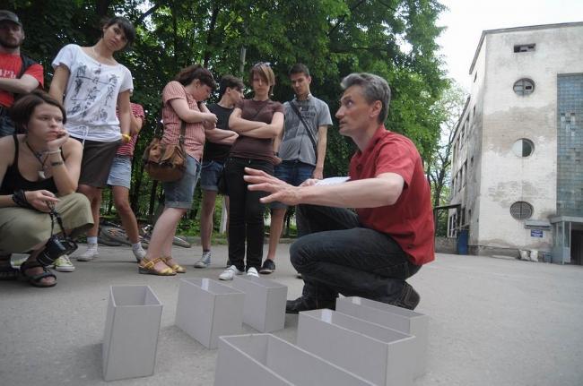 22 мая 2011 г. на экскурсию Артура Токарева «Архитектура конструктивизма в пространстве исторического города» собралось более 40 горожан, интересующихся историей архитектуры 1920-х годов