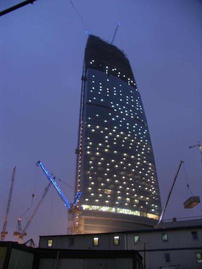 Башня Федерация вечером 13.11.2006. Фотография Ирины Фильченковой