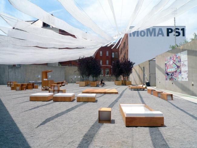 Инсталляция «Holding pattern» бюро Interboro Partners в МоМА PS1 в Нью-Йорке. Фото Interboro Partners