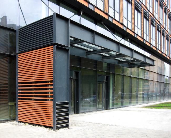 Бизнес-центр «Marr Plaza». Навес над входом. Реализация, 2008 © Архитектурная мастерская «Группа АБВ»