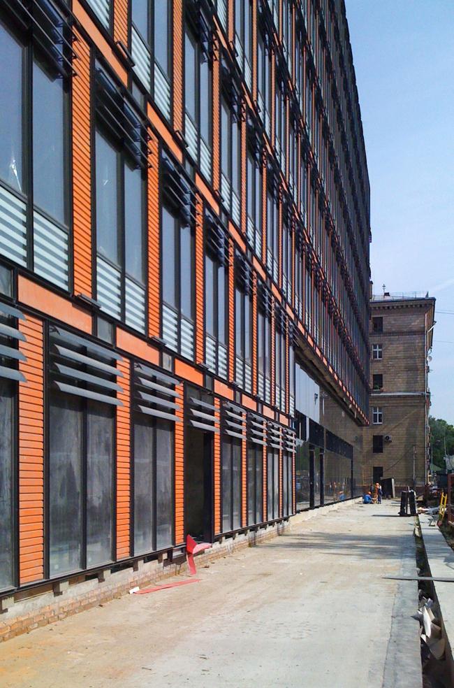 Бизнес-центр «Marr Plaza». Фасад по ул. Сергея Макеева. Реализация, 2008 © Архитектурная мастерская «Группа АБВ»
