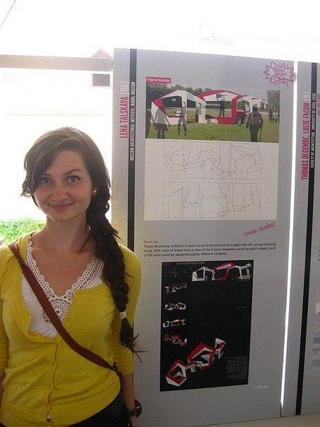 Лена Тальская рядом со своим проектом