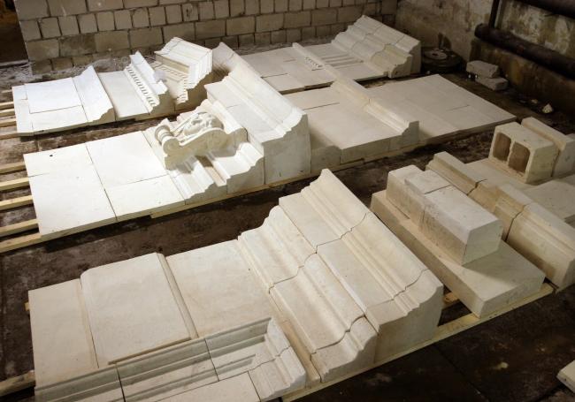 Изготовленные рельефы в мастерской