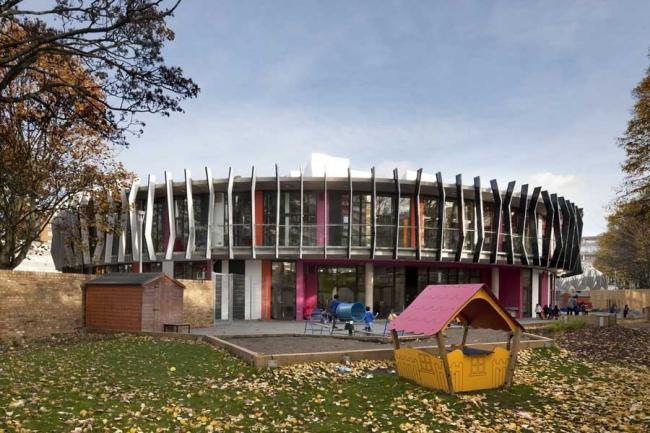 Начальная школа им. Майкла Фарадея. Фото © Morley von Sternberg